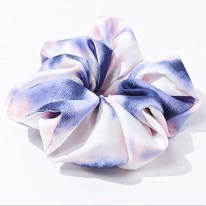 Woven tie-dye print ruffled Scrunchie New w/tags